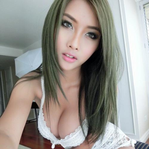 Sexy nue devant sa webcam 010